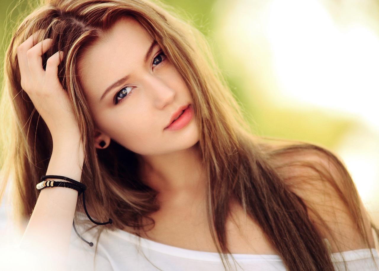 красивые девушки работающие веб-моделью
